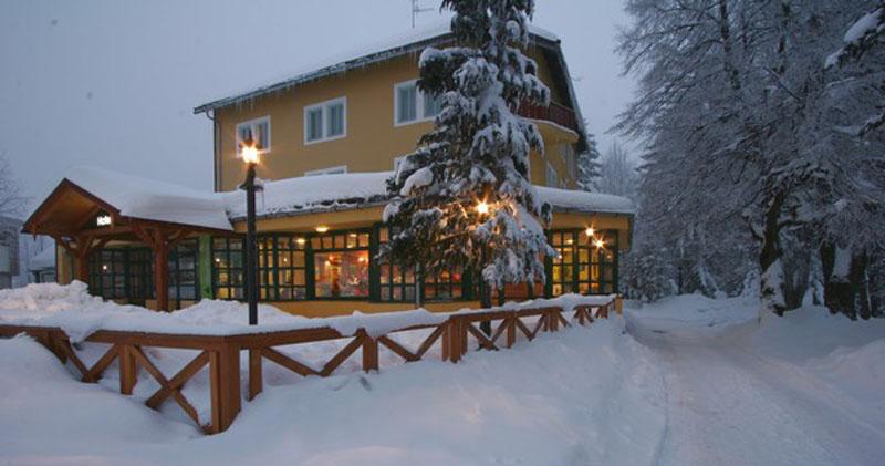 hotel risnjak, delnice, gorski kotar, goranska zima, soba ljubavi
